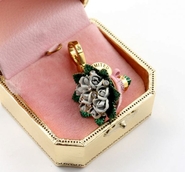 Juicy Couture 2010 Limited Edition White Rose Bouquet Charm