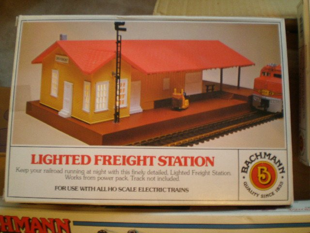 Bachman HO Lighted Freight Station 46216