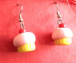 Cupcake earrings with pink frosting.