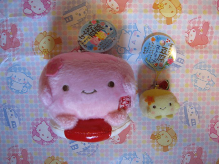Hannari Tofu Plush Mascot - Pink In Intertube (left)