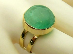 14cts Glorious! Colombian Emerald cabochon & Gold Solitaire Ring 14k
