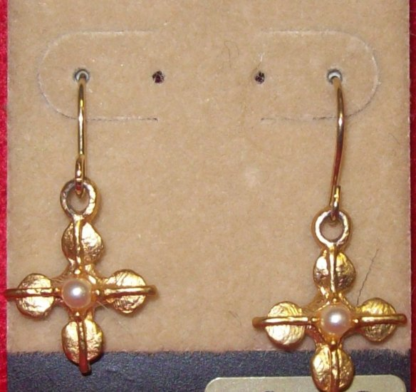 Costume Jewelry, a pair of dangling gold flower earrings w/ pearl center