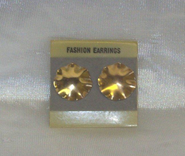 Fashion Jewelry, a Pr. Gold tone flower shaped earrings