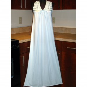 VINTAGE LONG NIGHTGOWN GOWN LACE NYLON LINGERIE V NECK GLOSSY BUST 36 MEDIUM/LARGE