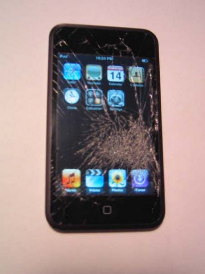 Apple Ipod Touch 8GB with cracked screen