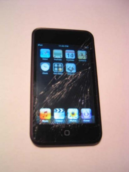 Apple Ipod Touch 16GB with cracked screen