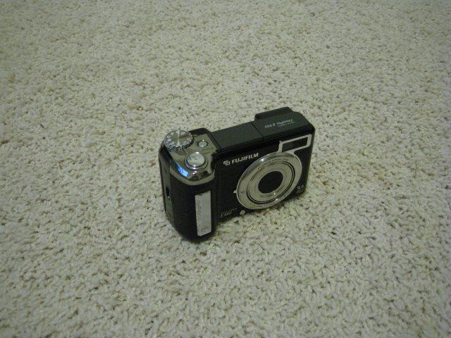 Fuji FinePix E900 9.0 Mega Pixels Digital Camera Super CCD