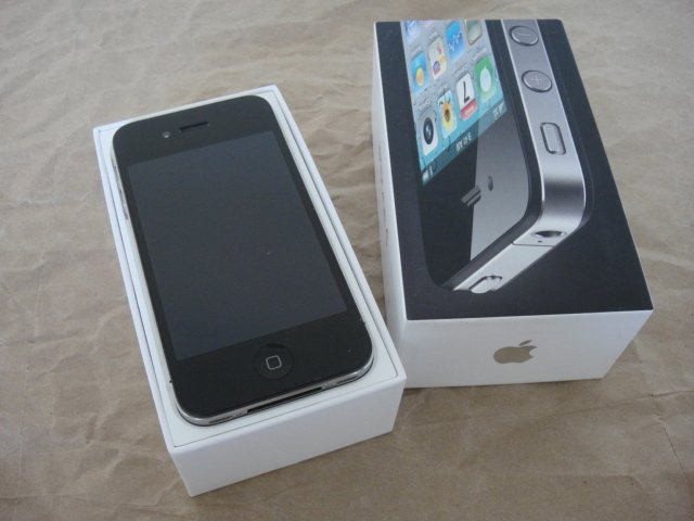 AT&T Apple Iphone 4 32GB IOS 4 Retina Display Face Time Wifi 3G