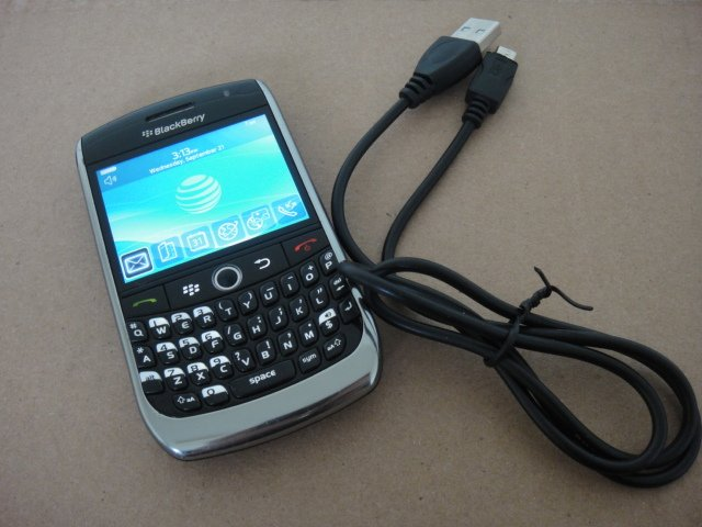 AT&T Blackberry Curve 8900 Wifi Bluetooth Full Keyboard Video Camera
