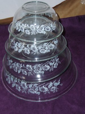 4 Pyrex Clear Nesting Bowls W/Daisies
