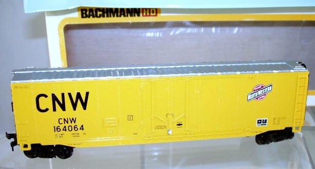 Bachmann  HO Scale  CNW  51FT.  Steel Plug Door Box Car#CNW164064