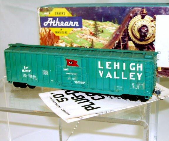 Athearn  HO Scale  L.V.  50FT.  Ribbed-Side  Plug-Door  Boxcar#L.V.8387