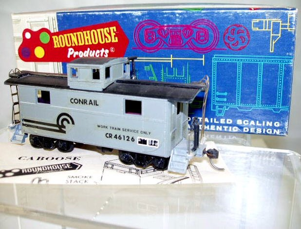 Roundhouse  HO Scale  CR  32FT.  2-Window Caboose#CR46126