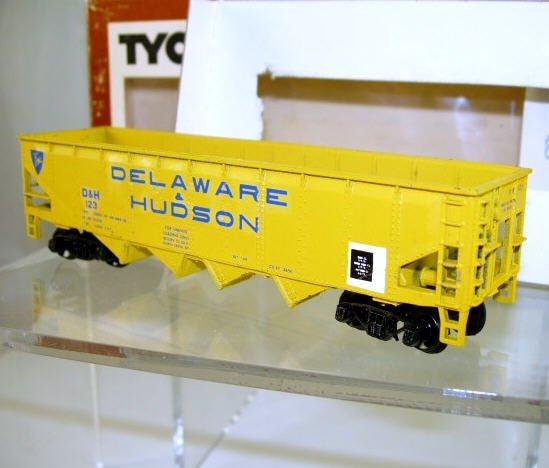 Tyco  HO Scale  D&H  40FT.  Open-Top  Quad-Hopper#D&H123