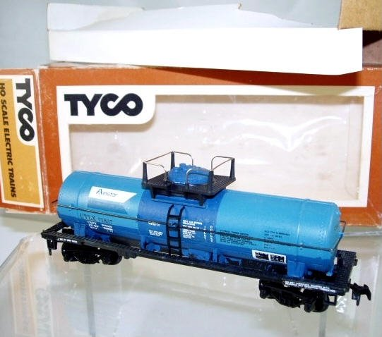 Tyco  HO Scale  Amstar  40FT. Single-Dome Chemical Tank Car#UTLX71837