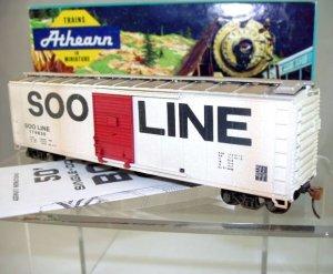 Athearn Bev-Bel HO  SOO Line(Modern Scheme) 50Ft. Single-Door Box Car(Lightly Weathered)#174830