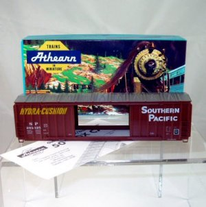 Athearn HO Scale  Southern Pacific  50Ft. Double-Door Box Car Kit#243125