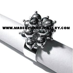 Ring cluster with Nº6 spheres in .950 Silver