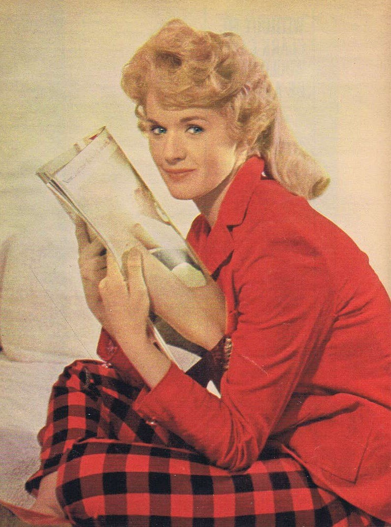Connie Stevens 1961 Nice Color Picture with Feature Story and 5 More Pages of Pictures