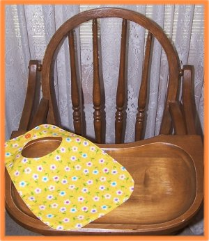 Toddler Girl Bib Yellow With White Flowers