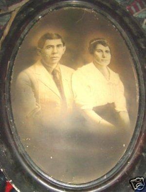 Antique Vintage 1700s -1800s wood oval Frame & 2 Photos