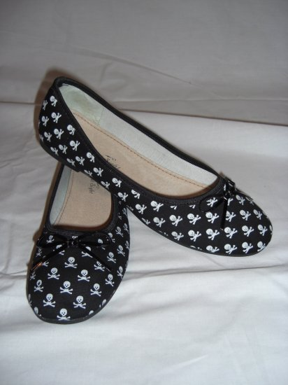 Skull & Crossbone Ballet Flats in Black 7.5