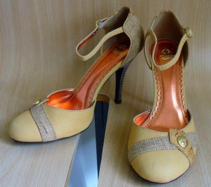 House of Dereon Dorsay Stiletto Heels Pumps Shoes 8.5