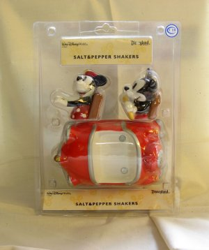 NEW Mickey & Minnie Mouse Salt & Pepper Shakers