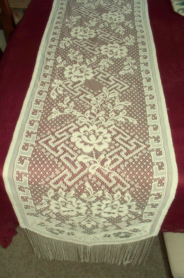 Lace Runner Dynasty 16x80 Ivory Pearl Heritage Lace