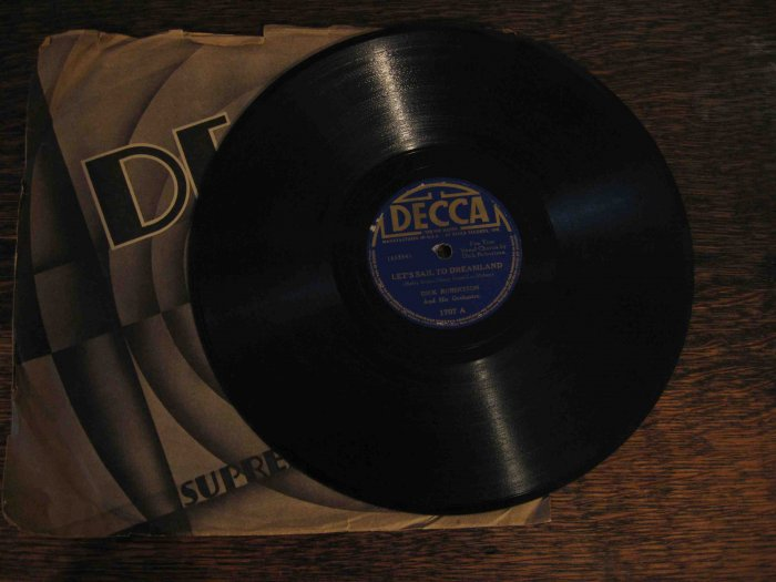 "Dick Robertson 78 rpm record, ""Let's Sail to Dreamland"" b/w ""Good Night Angel"""