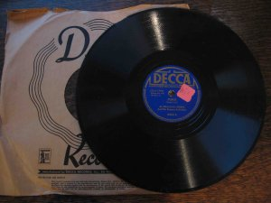 "Al Kealoha Perry & His Singing Surfriders 78rpm, ""Pokii"" b/w ""The Hula Oni Oni E"" (Hawaiian)"