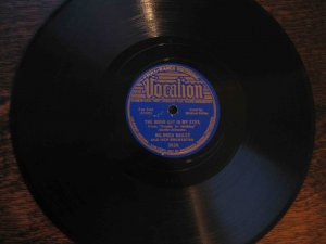 """Mildred Bailey 78 rpm record, """"The Moon Got in My Eyes""""/""""It's the Natural Thing to Do"""""""