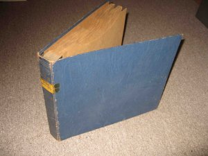 Vintage album for storing ten 10-inch phonograph disks (78s etc.)