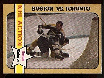 BOSTON BRUINS DALLAS SMITH IN ACTION vs TORONTO MAPLE LEAFS 1972 OPC # 135 NR MT