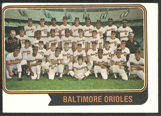 BALTIMORE ORIOLES TEAM CARD w/ Brooks Robinson 1974 TOPPS # 16 vg/ex
