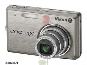 Nikon Coolpix S700 Silver Brand New 12.1 Megapixels