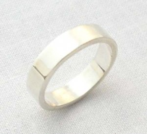 Solid silver band ring, size 5 3/4,  4.5mm square