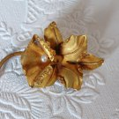 Vintage Orchid Floral Gold Brooch Marked VV 18kt