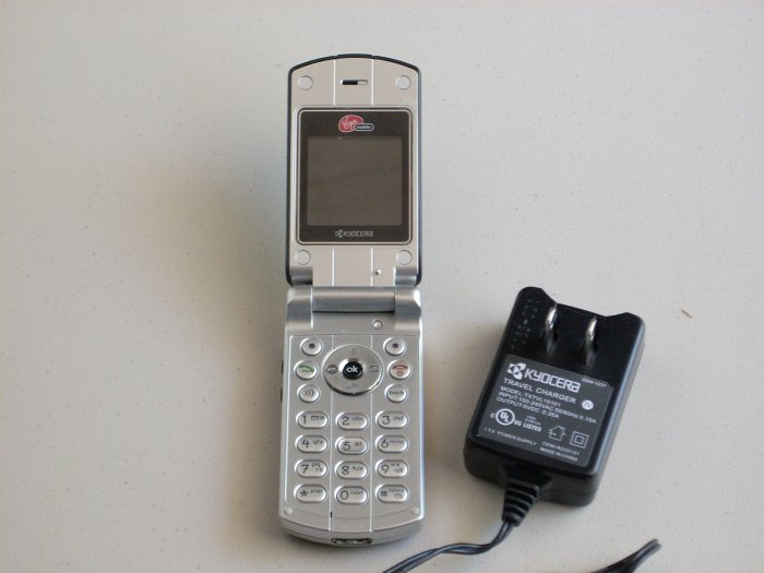 virgin mobile kyocera - almost new - used for only 1 month