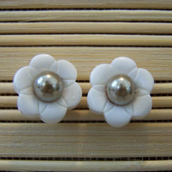 white flower with taupe center stud earrings