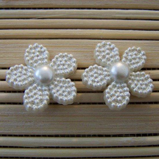 pearly white flower stud earrings