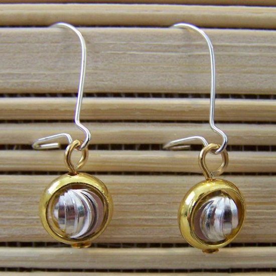 gold ring and silver ridged dangle earrings