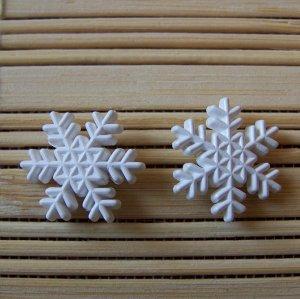 rounded snowflakes stud earrings