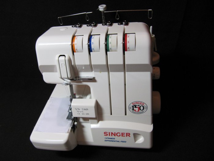 SINGER Serger 14T948DS with Carrying Case MINT