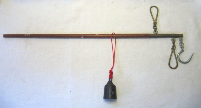 Vintage Taiwanese Asian Balance Rod Weight Scale with Hook 23 In