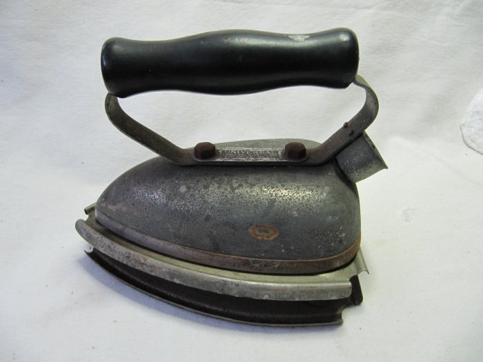 3 Prong Plug >> Antique Landers Frary & Clark Universal Iron with Original Hot Plate No. E-909 c 1914