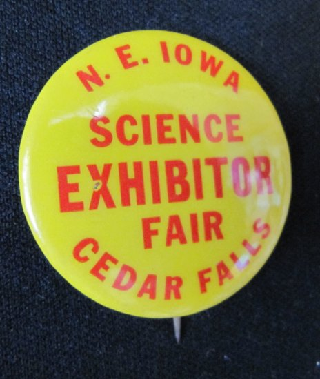 Vintage N.E. IOWA SCIENCE FAIR CEDAR FALLS EXHIBITOR Pinback Button 1.5 In St. Louis Button Co.