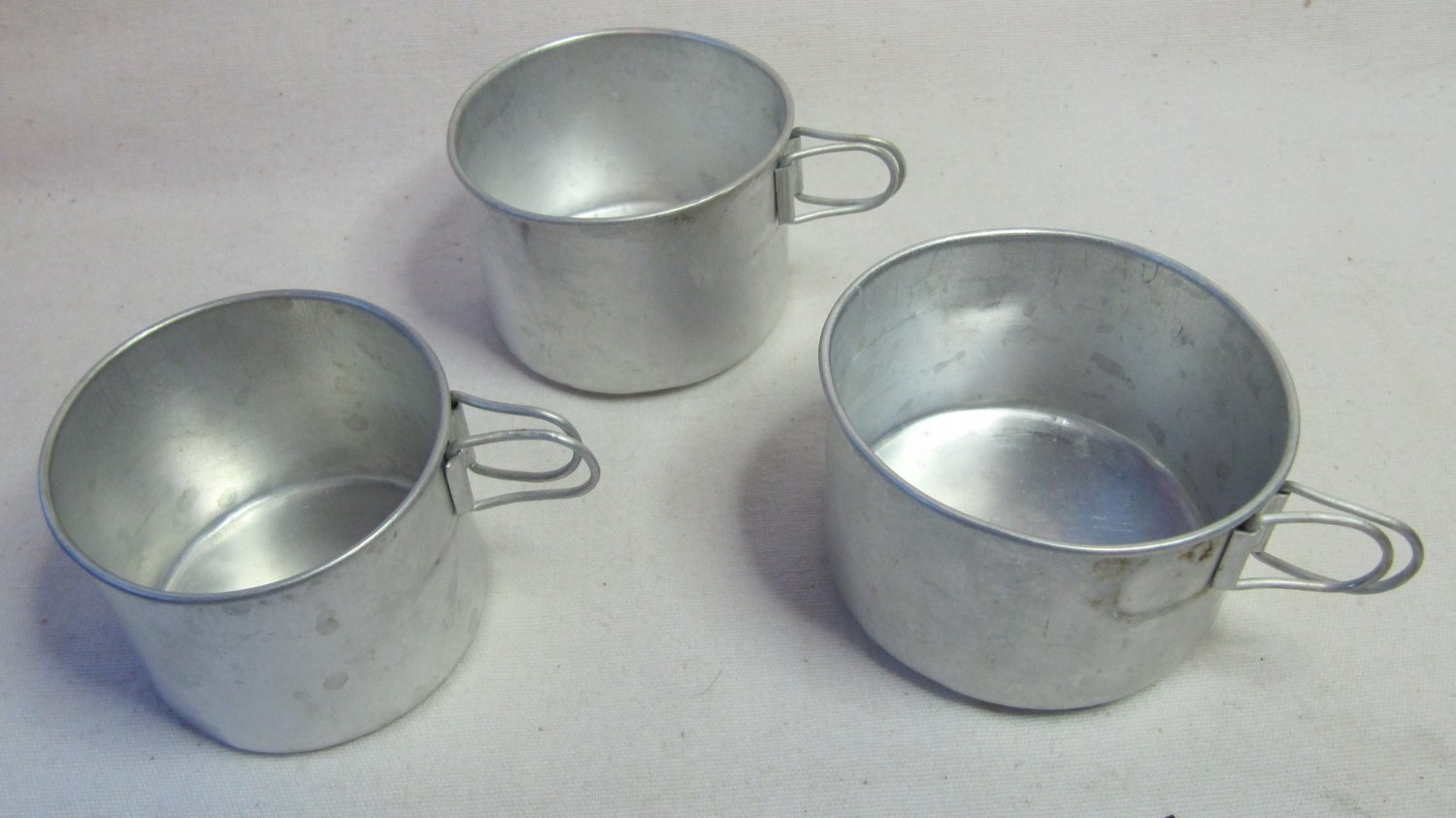 Set of 3 Vintage Aluminum Cups Nested w Fold-in Handles Lightweight Camping Hiking 4 - 6 oz