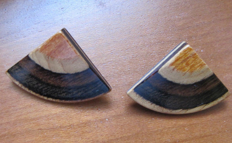 Vintage Wood Slice Laminated Pie Wedge Shaped Pierced Earrings Gold Brown Tones 1.25 Inch