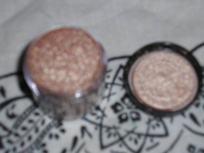Mac Pigment GOLD MODE sample